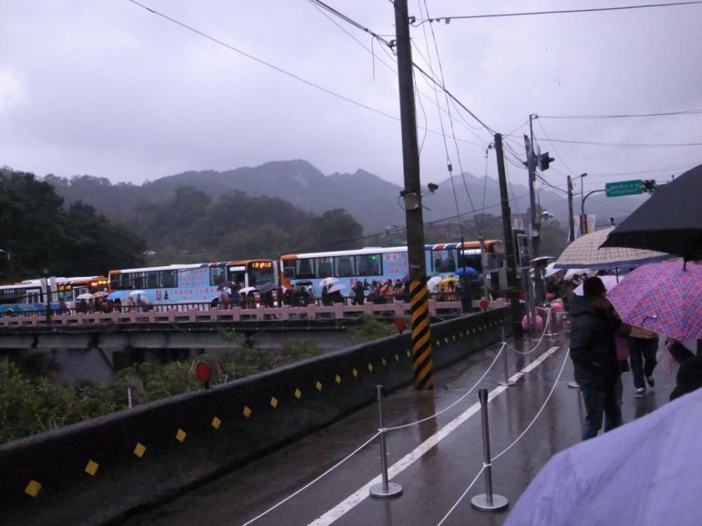 帰りのバスがたくさん待機しています。